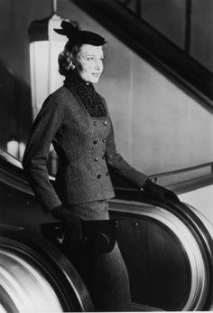 July 1954 Wearing a woolen suit with an astrakhan collar and a veiled hat , steps off the escalator at Harrods Fashion Runway Show, Suit Fashion, 1950s Fashion, Fashion Photo, Vintage Fashion, Stylish Womens Suits, Suits For Women, Vintage Dresses, Vintage Outfits