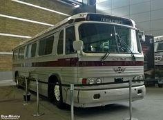 Con una gran capacidad, para 41 pasajeros sentados y con componentes resistentes al servicio pesado, el PD4106 está diseñado para los servi...