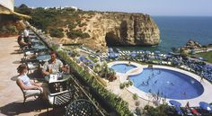 Perched on top of a cliff above Praia Vale Covo, the 4-star Tivoli Carvoeiro offers an outdoor pool and a terrace bar with Atlantic Ocean views.