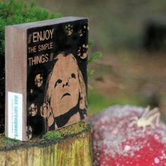 Zu finden auf http://www.my-little-store.de/hh605wixzj74orzk:204  Motiv 3 // simple things Größe 12x12 cm Material: Nussbaum massiv