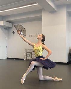 Ballet Gif, Ballet Dance Videos, Ballet Dancers, Ballerinas, Ballerina Sketch, Dance Dance Revolution, Dancing Baby, Dance Poses, Ballet Photography