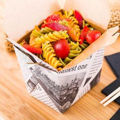 Serve small portions of your delectable dishes to go in our Newsprint Square Noodle Take Out Containers. These mini Chinese take out boxes are sold in a 200 count box. Pop Art Party, Movie Night Snacks, Take Out Containers, Dishes To Go, Chicken Meal Prep, Restaurant, Food Art, Counting, Noodles