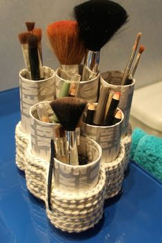 8 effortless DIY ideas to organize makeup according to your personality type. M effortless DIY ideas to organize makeup according to your personality type. Make the most of your make-up storage space and decorate Arts And Crafts Storage, Tin Can Crafts, Vase Crafts, Diy Arts And Crafts, Diy Storage, Diy Organisation, Makeup Organization, Diy Makeup Station, Maquillaje Diy