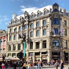Nydelig fasade på hjørnegården Karl Johans gate/Rosenkrantzgate #fasade #facade #rosenkrantzgate #karljohansgate #arkitektur #architecture #beautifularchitecture #oslo #norway