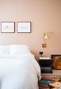 From minimalist to artistic looks, here you can find inspiration to give your bedroom the ultimate New York loft style. Dusty Pink Bedroom, Pink Bedroom Walls, Peach Bedroom, Bedroom With Bath, Bedroom Wall Colors, Pink Bedrooms, Master Bedroom Design, Pink Walls, Home Bedroom