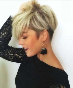 Tendance Coupe & Coiffure Femme Description I really need my bangs to lay like these! Cute Short Haircuts, Cute Hairstyles For Short Hair, Short Hair Cuts For Women, Bob Hairstyles, Short Hair Styles, Pixie Haircuts, Funky Short Hair, Really Short Hair, Ladies Hairstyles