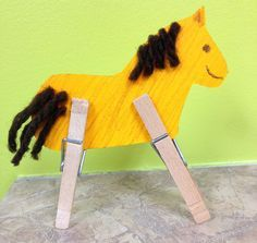 Good idea for my Wild West theme! Cowboy Crafts, Western Crafts, Farm Crafts, Horse Crafts, Camping Crafts, Animal Crafts, Toddler Art, Toddler Crafts, Toddler Learning