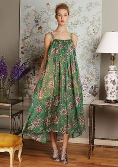 Travels to tropical destinations are going to be a breeze with this floral and romantic silk chiffon ...