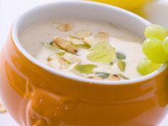 Kalte Knoblauch-Suppe mit Mandeln ist ein Rezept mit frischen Zutaten aus der Kategorie Zwiebelgemüse. Probieren Sie dieses und weitere Rezepte von EAT SMARTER!