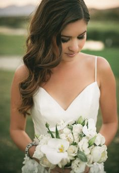 Bridal hair, soft curls, side part #wedding #photography