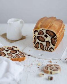 Leopar desenli kek - PembeNar Oui Oui, Bread Food, Bread Cake, Cake Zebré, Cake Cookies, Loaf Cake, Safari Kuchen, Watermelon Bread Recipe, Milk Bread Recipe