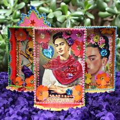 Make shadow box shrines with post cards and dollar store frames! Frame Crafts, Book Crafts, Paper Crafts, Craft Books, Diy Crafts, Mexican Crafts, Mexican Folk Art, Shadow Box, Frida Art