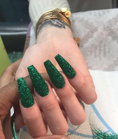 Semi-permanent varnish, false nails, patches: which manicure to choose? - My Nails Gold Acrylic Nails, Glittery Nails, Xmas Nails, Prom Nails, Aycrlic Nails, Christmas Nails, Fall Nails, Coffin Nails, Summer Nails