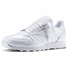 Men s Classic Leather Low Sneakers. White ReebokClassic ... 57bdb12e3