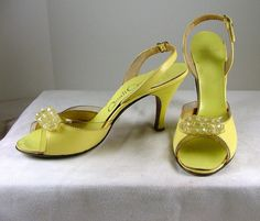 Vintage 1950s QUALICRAFT Yellow Beaded Sandals