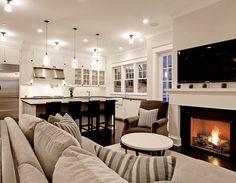 A lareira e a tv também pode estar em um mesmo ambiente que a cozinha...