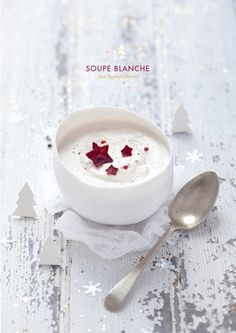 White Christmas soup with topinamburs. Recipe in french, pg. 46.