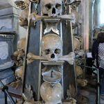 Mittelböhmen - im Herzen Tschechiens   Travelcontinent Dom, Medieval Town, Macabre, Czech Republic, Statues, Crests, Voyage