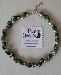 Gargantilla realizada artesanalmente con hilo de acero y perlas cultivadas.