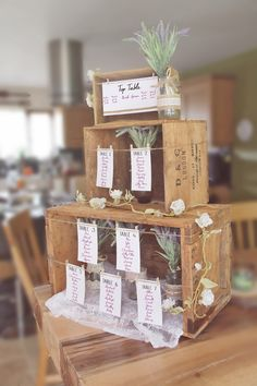 75 fruit box decoration ideas for a rustic wedding - living ideas .- 75 Obstkisten Deko Ideen zur rustikalen Hochzeit – Wohnideen und Dekoration 75 fruit boxes decoration ideas for a rustic wedding guests list seating plan wooden boxes small to large - Wooden Crates Wedding, Rustic Wedding Seating, Ceremony Seating, Wood Crates, Rustic Wedding Theme, Rustic Wedding Flowers, Fruit Box, Wedding Guest List, Quirky Wedding