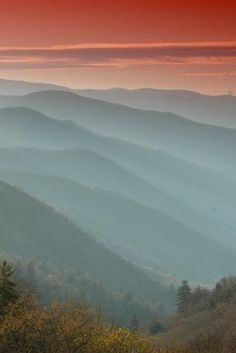 Overlooks along highway US-441 and the Clingmans Dome Road are excellent spots to enjoy sunrises and sunsets. / via NPS