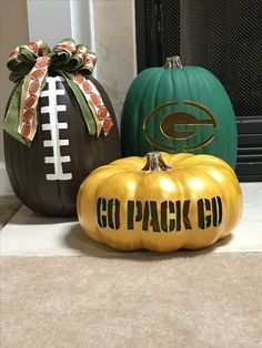 Perfect for my porch Green Bay Football, Green Bay Packers Jerseys, Packers Baby, Go Packers, Packers Football, Greenbay Packers, Football Baby, Fall Crafts, Holiday Crafts