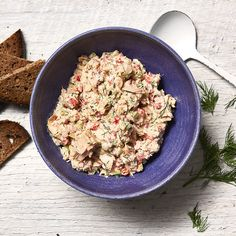 Enjoy a tasty and delicious meal with your loved ones. Learn how to make Greek Tuna Salad with Roasted Peppers & Dill & see the Smartpoints value of this great recipe.