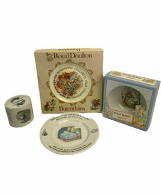 Wedgwood Peter Rabbit Nursery Dish Set, Plate, Oatmeal Bowl,Bunnykins,Money box  #Wedgwood Stratton Compact, Peter Rabbit Nursery, Dish Sets, China Mugs, Money Box, Vintage Box, Royal Doulton, Painting Cabinets, Wedgwood