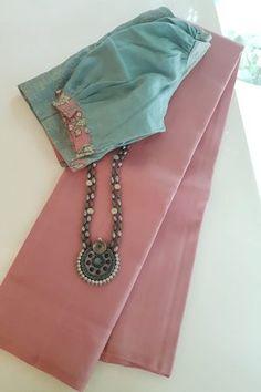 Cotton Saree Blouse Designs, Saree Blouse Patterns, Kurta Designs, Saree Jewellery, Sari Design, Pakistani Fashion Casual, Saree Trends, Stylish Sarees, Saree Look