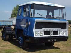 Big Rig Trucks, Car Brands, Commercial Vehicle, Vintage Trucks, Classic Trucks, Cars And Motorcycles, Busse, France, Weird Cars