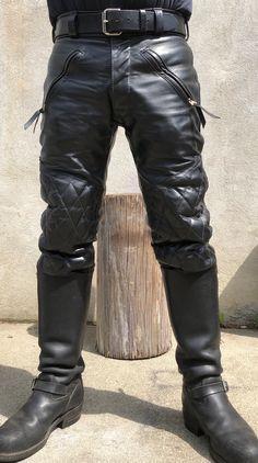 Mens Zipper Boots, Mens Leather Pants, Biker Leather, Skinhead Boots, Latex Men, Biker Pants, Men In Uniform, Leather Fashion, Gorgeous Men