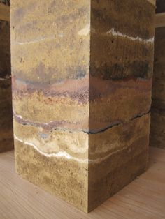 Prix national des architectures en terre crue Rammed Earth Homes, Rammed Earth Wall, Cob Building, Green Building, Sustainable Architecture, Architecture Details, Super Adobe, Earth Texture, Wall Bench
