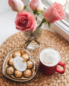 Uploaded by ℓυηα мι αηgєℓ ♡. Find images and videos about flowers, coffee and good morning on We Heart It - the app to get lost in what you love. Good Morning Coffee, Coffee Break, Manon Et Anais, Coffee Cafe, Coffee Drinks, Pause Café, Breakfast Tea, Coffee Art, Breakfast