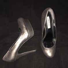 Jennifer Lopez Metallic Bronze/Black Pumps Platform pumps made out of a suede like material. Soles are rubbery. Only worn a few times. No visible flaws. Comes with original box. Jennifer Lopez Shoes Heels