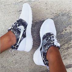c29eb204e67 pinterest  chandlerjocleve Women Nike Shoes