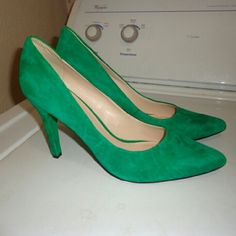 """Nine west green heels size 8.5m Leather upper. Pretty sure these are new. Great shape. Beautiful kinda emerald green. Approx 4"""" heels Nine West Shoes Heels"""