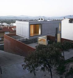 eclectic-house-design-concrete-steel-mirror-2.jpg