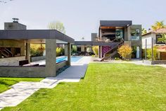 Riggs Place Residence is a 6500 square-foot pool house designed by Soler Architecture in the Westchester section of Los Angeles. Architecture Cool, Los Angeles Homes, Indoor Outdoor Living, Pool Houses, House Pools, Home Deco, Future House, House Design, Mansions
