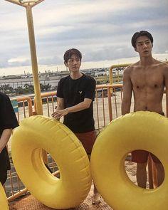 Baekhyun and the Greek god Oh Sehun Baekhyun, Chanbaek, Exo Korea, Korea Boy, Exo 2014, Exo Album, Exo Lockscreen, Kpop Exo, Exo Members