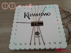 En este tutorial te explicamos paso a paso y con todo tipo de detalles como hacer una pulsera Kumihimo plana utilizando el disco cuadrado. Te va a encantar!
