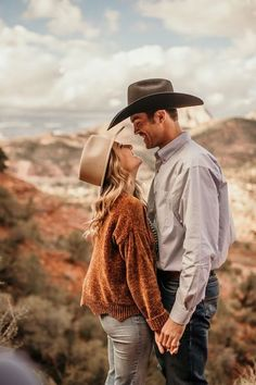 Country Couple Pictures, Cute Country Couples, Fall Couple Photos, Cute Couple Pictures, Cute Couple Poses, Couple Photoshoot Poses, Couple Shoot, Western Photography, Couple Photography Poses