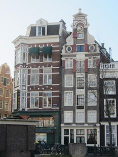 Very old house (anno at a canal in the center of Amsterdam (Chinatown, opposite Centraal Station). I Amsterdam, Multi Story Building, Architecture, House, Arquitetura, Home, Architecture Design, Homes, Houses