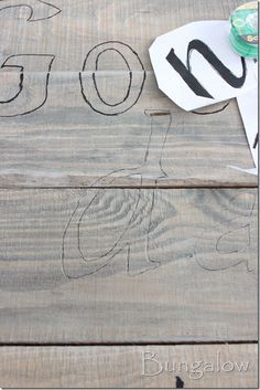 Pallet sign...repining this picture so I can remember how to write perty.