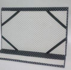 Encomenda pronta! Capinha para Tablet/Ipad confeccionada em tecido de poá. #capinha #cartonagem #artesanato #capinhaparatablet #capinhaparaipad #acessórios #poá #handmade #handcrafted #beautiful #feitoamao #artesanal