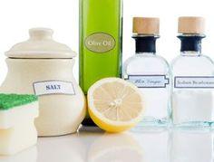 Découvrez huit recettes 100% naturelles pour fabriquer vos produits d'entretien pour la maison. Les ingrédients sont peu onéreux et la réalisation assez simple. Lancez-vous pour un ménage au naturel.