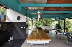 Nitsche Arquitetos Associados designed this house in Iporanga, Brazil.