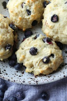 Blueberry Cream Cheese Biscuits are like a biscuit and a blueberry muffin all in one! The cream cheese adds softness, while the butter and crispy edges make it all biscuit! #cookiesandcups #recipe #biscuits #breakfast #theprettydish #blueberry
