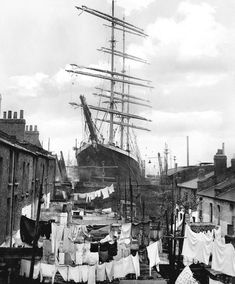 1932 The windjammer Penang, drydocked in London,