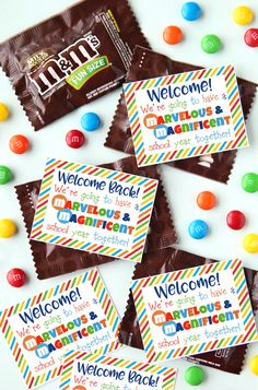 Student Gifts Discover Student Welcome Gift {Free Printable} Surprise your students with this cute Back-to-School Welcome Gift. Your students will love their Student Welcome Gift on the first day of school. Student Welcome Gifts, Welcome Back Gifts, Welcome Students, Welcome Back To School, Student Gifts, Teacher Gifts, Teacher Stuff, Student Treats, Teacher Treats