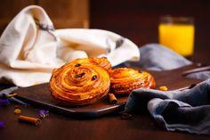 - Melc, melc, codobelc... - Nu era aşa! - Dar cum, madame? - Cu vanilie şi stafide!  #melc #vanilie #stafide #traditie #gust #amintiri #sweet #dessert #gustare #vanillarolls #food #inspiration #sweetinspiration #foosinspiration #dessertinspiration #foodart #foodporn Food Porn, Treats
